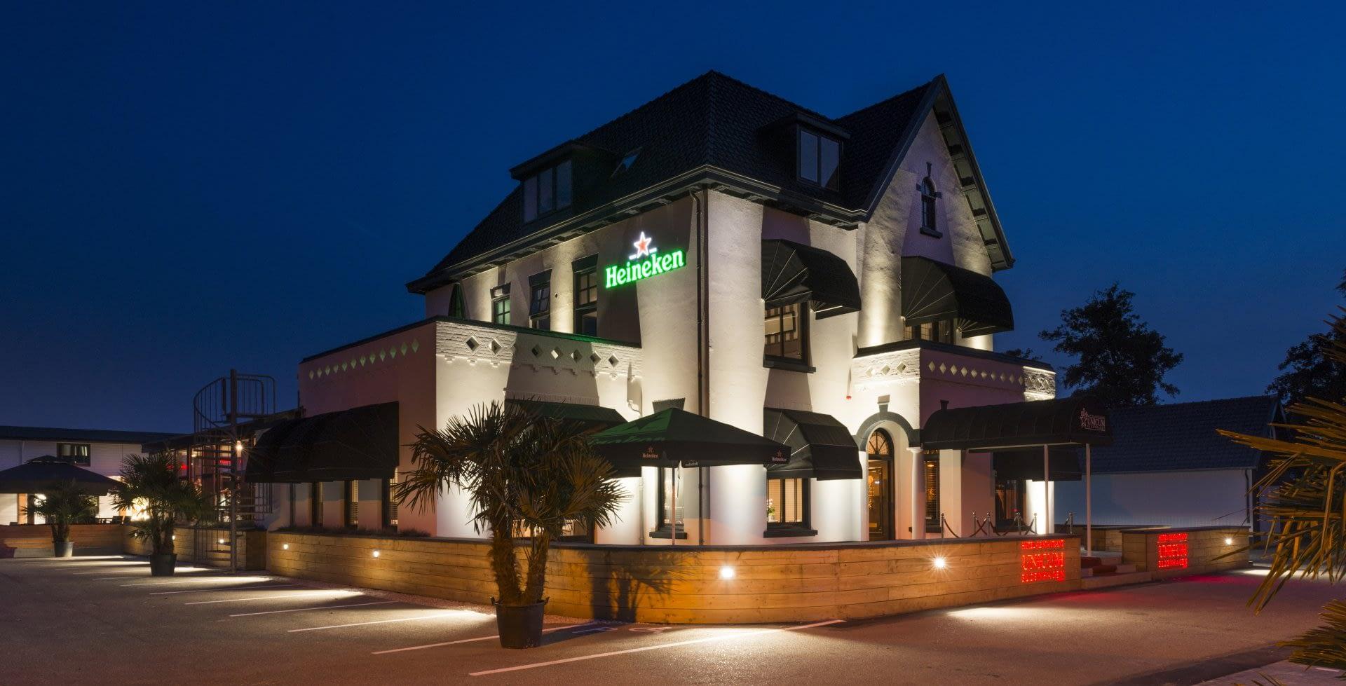 buitenzijde van het pand van hotel-restaurant Unicum Elzenhagen in het Westland