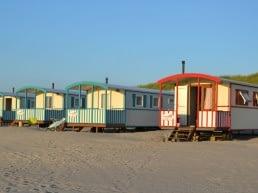 Pipowagens op het strand van Strandpark Vlugtenburg in het Westland