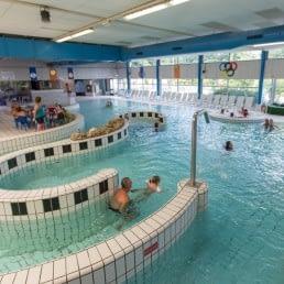 binnenzwembad van Zwembad de Hoge Bomen in het Westland