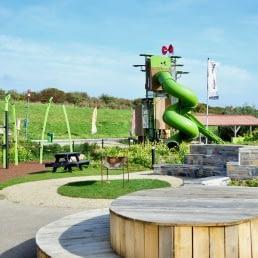 Foto van de buiten speeltuin met glijbaan bij Eetcafé Zout van Strandpark Vlugtenburg aan de Westlandse kust