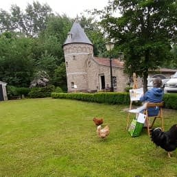 schilderworkshop van Cast Art uit het Westland in een tuin met kasteel